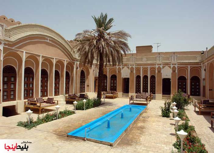 فضای داخلی هتل سنتی ادیب الممالک یزد
