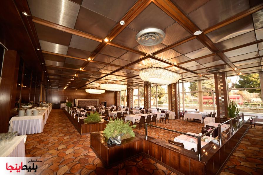 رستوران بسیار شیک گل رخ واقع در هتل هما شمار یک مشهد