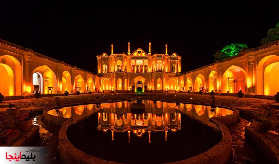 باغ فتح آباد کرمان در نمای شب